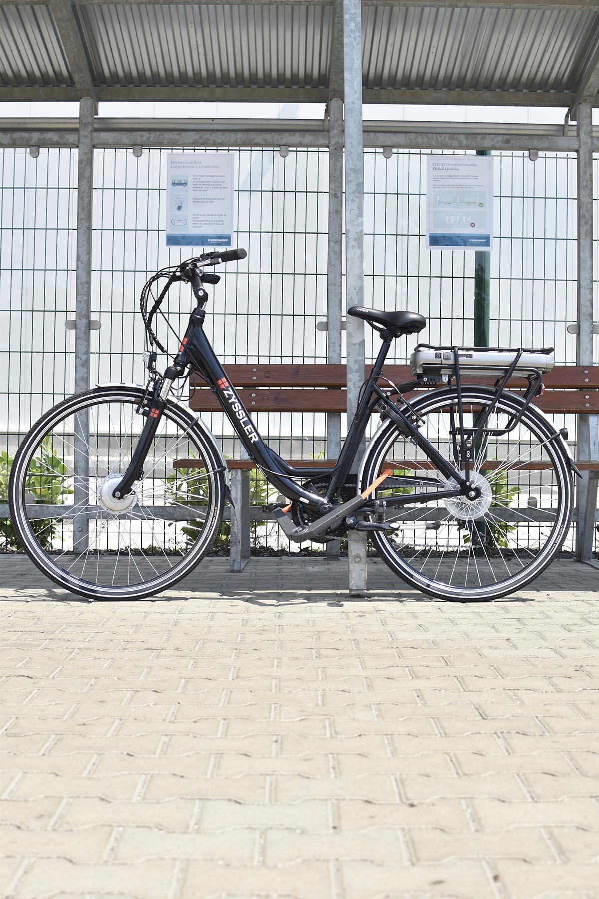 axa erős bicikli lakat
